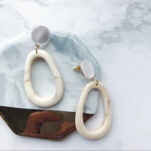 Jewelry - Chic Marble Oval Drop Earrings (Cream)